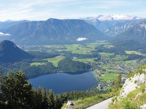 Photo: Blick vom Loser auf den Altausseer See. Im Hintergrund der Hohe Dachstein