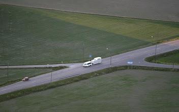 Photo: Kuljetusautot kulkivat tietysti maata pitkin