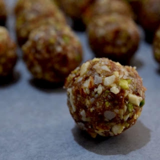 No Bake Energy Balls With Oman Dates.