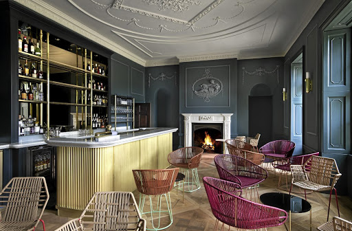The hotel bar harmoniously blends contemporary pieces and elegant traditional architectural details.