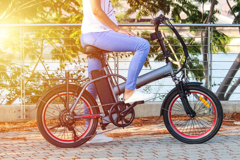 Vendas de bikes elétricas subiram 85% no início da pandemia nos Estados Unidos. (Fonte: Shutterstock)