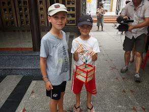 Photo: Temple à Thewet - Bangkok - lâcher d'oiseaux porte bonheur