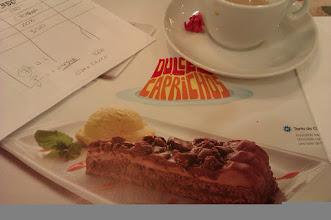 Photo: La tarta llega a la oficina o ?la oficina va a la tarta?
