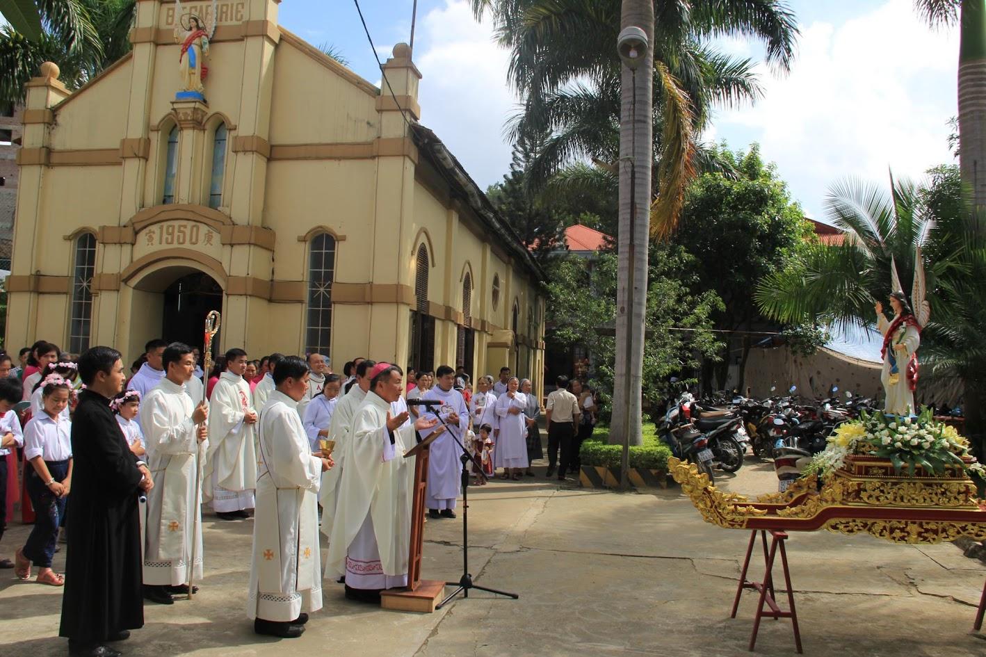 Giáo xứ Ngạn Sơn: Thánh lễ Bổn mạng và Làm phép Nhà mới - Ảnh minh hoạ 9