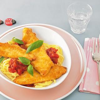 Piccata milanese von der Nordseescholle mit Tomatentagliatelle