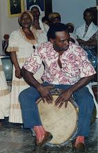 Photo: Tambour bula dans le fronté - Tumba francesa de Santiago - 1993 © Daniel Chatelain