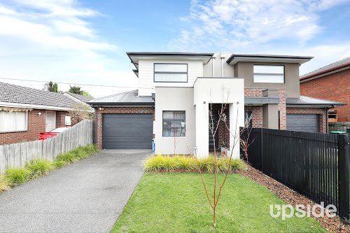 Photo of property at 7 Chantilly Avenue, Avondale Heights 3034