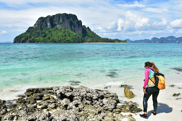 Enjoy the view to Poda Island