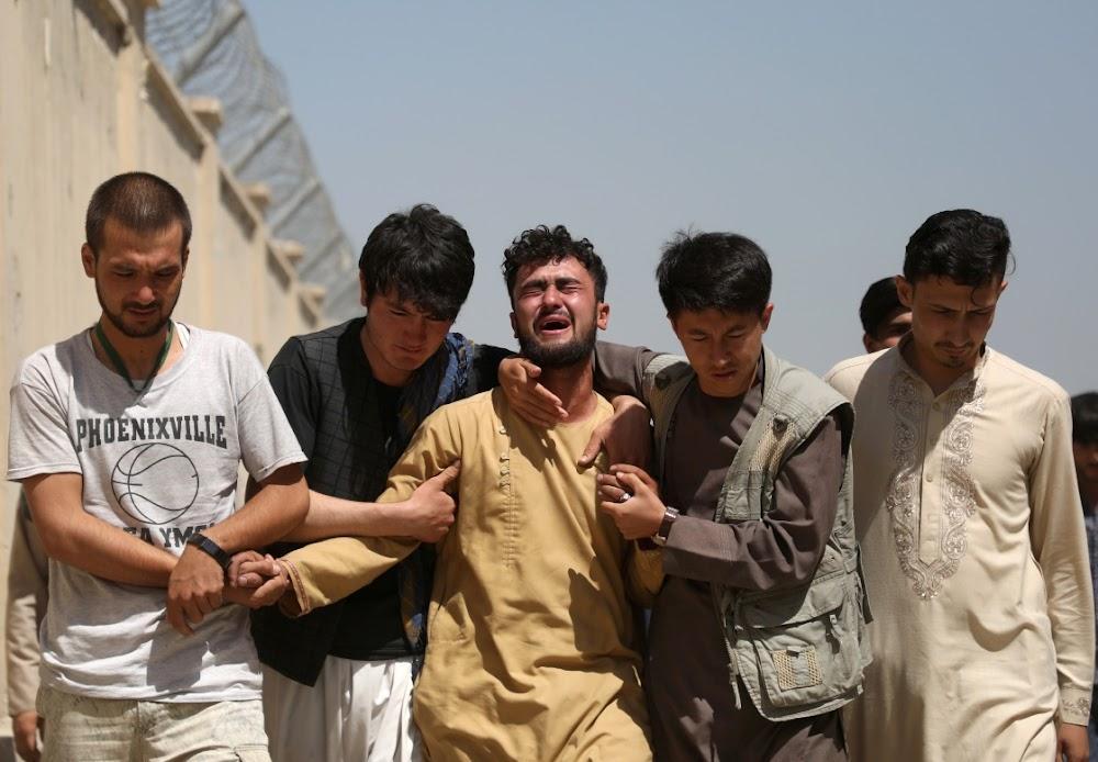 IS-bomwerper dood 63 tydens Kabul-troue toe die Amerikaanse onttrekking finaliseer