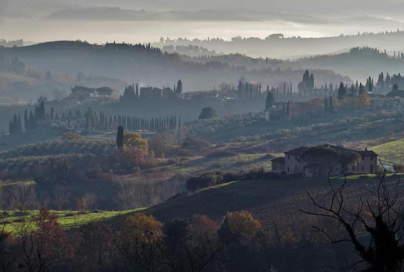 Bruma mattutina sui colli toscani di Giorgio Lucca