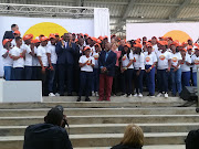 President Ramaphosa is flanked by the first 100 beneficiaries of the Youth Employment Service (YES). With him is Gauteng Premier David Makhura and Eskom chairman Jabu Mabuza.