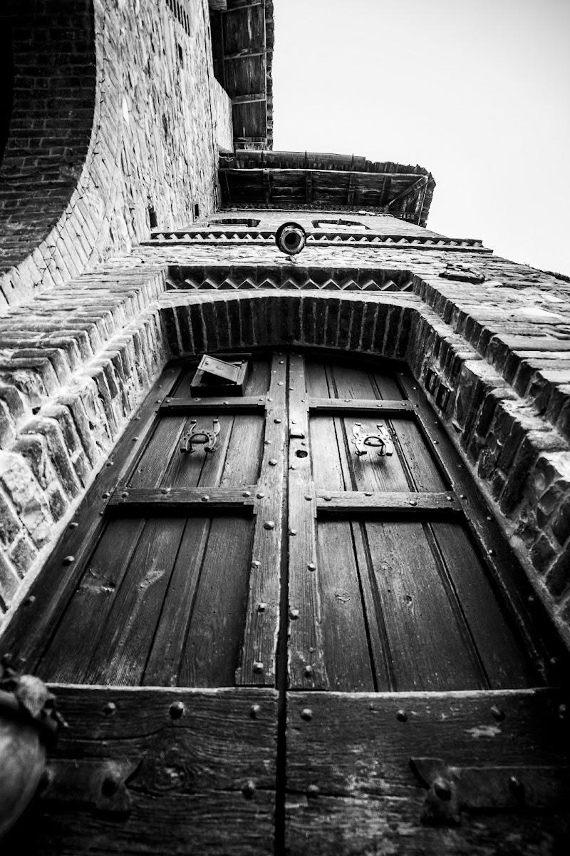Una porta che ha attraversato la storia di Claudio Tenca