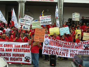 Photo: Chancing upon CIMB staff protest in Kota Bharu on 17th Mar 2013