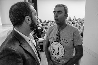 Photo: Dada la situación en la universidad española, Jose @ScientiaJMLN trata de convencer a Pere @Perestupinya de que lo lleve con él a Ecuador a buscar polifenoles quechuas.