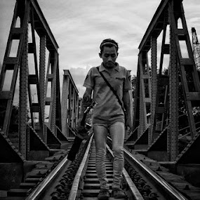 goin' home by Ayah Adit Qunyit - People Street & Candids