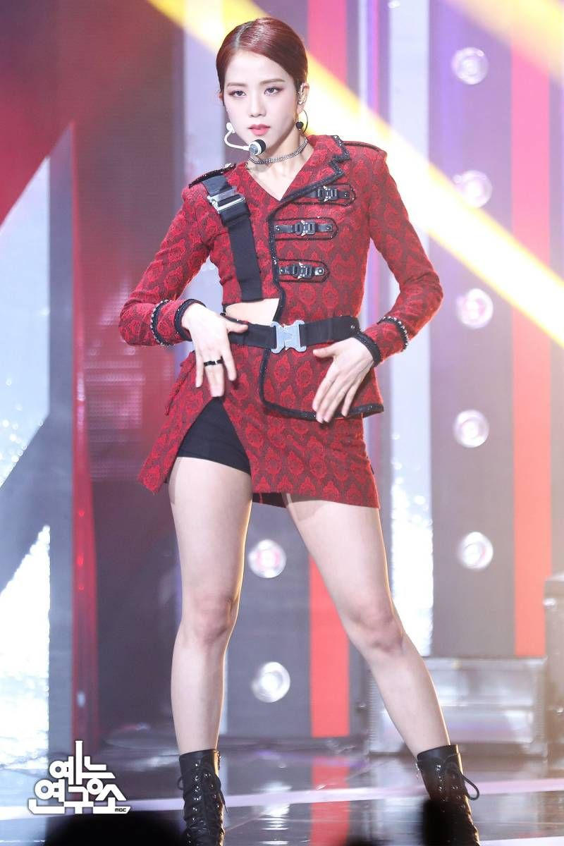 jisoo red 58