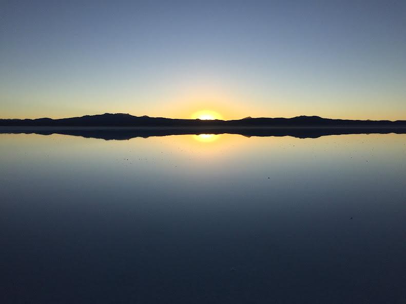 ウユニで日本人に有名な穂高ツアーでウユニ塩湖ツアー サンライズ