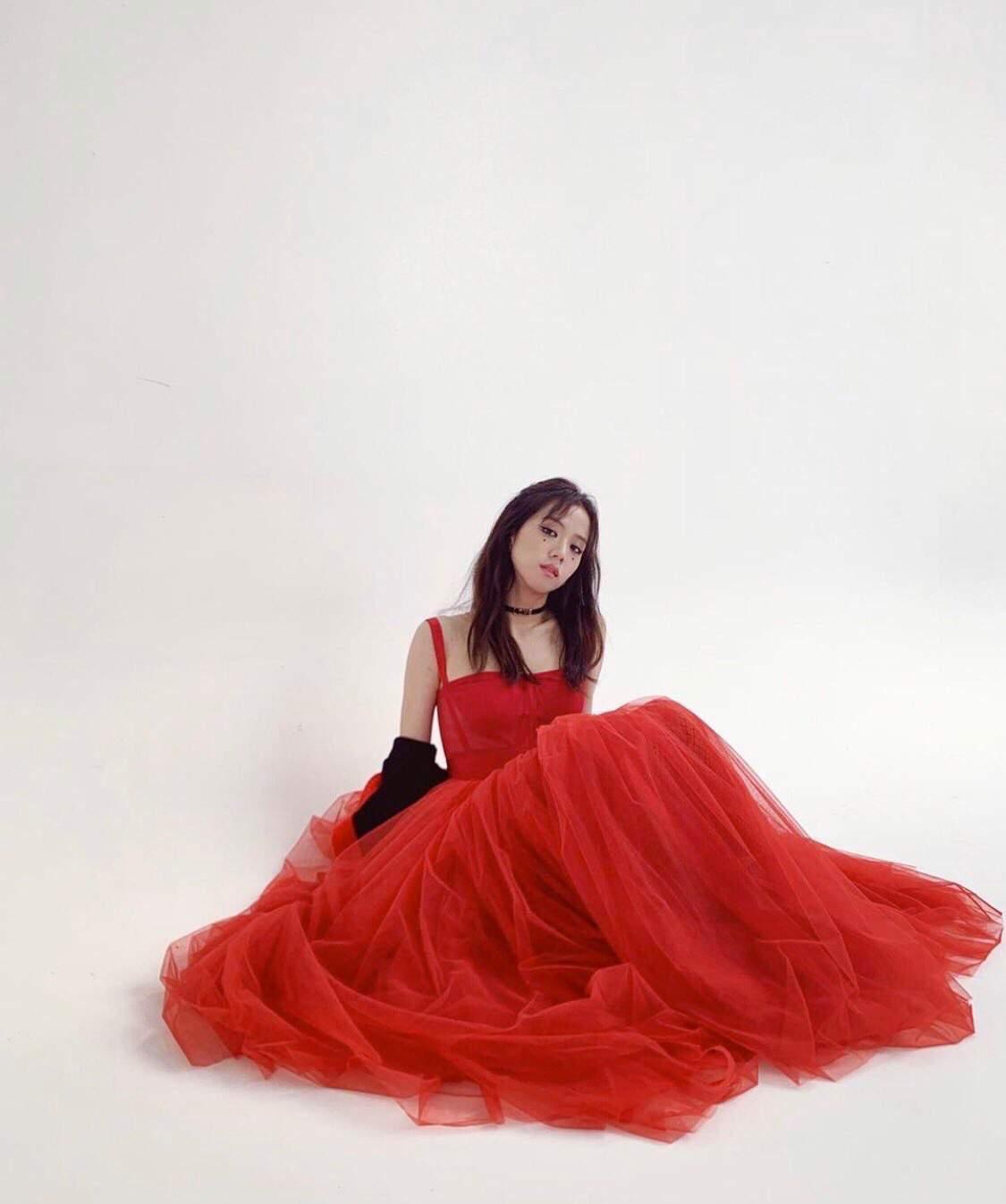 jisoo red 4