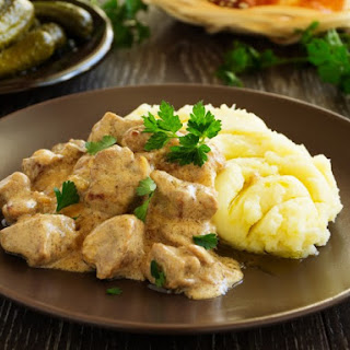 Slow Cooker Beef Stroganoff With Cream Cheese.