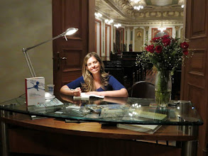 Photo: Caroline Brito e o lançamento do livro da Redarte