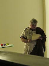 Photo: Auch Römerinnen waren gekommen, um den Brief an die Römer zu verlesen.
