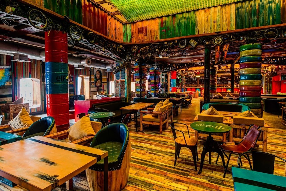 top-theme-restaurants-delhi-ncr-junkyardcafe