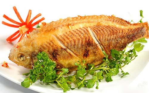 Mẹo hay để chiên rán cá vàng thơm không dính chảo
