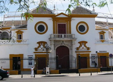 Real Maestranza de Sevilla <br> 8 minutos a pi&eacute;