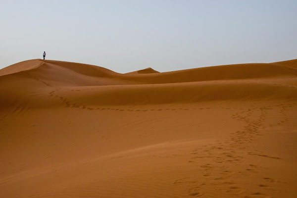 L'uomo in un mare di sabbia di lorenzo_conti