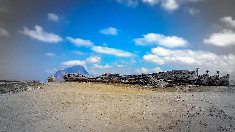 Gli ultimi vascelli in terra di miti e mattanze... di RITA_CARLUCCI
