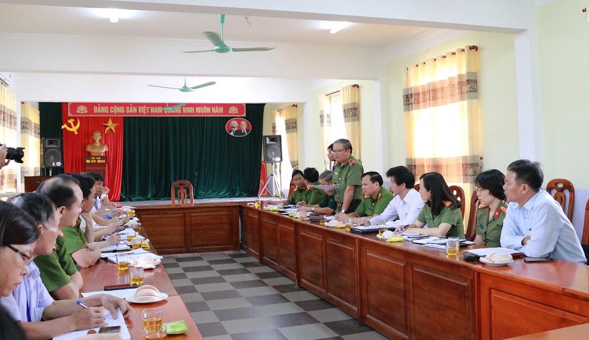 Đoàn công tác liên ngành Ủy ban Quốc gia phòng, chống AIDS và phòng, chống tệ nạn ma túy, mại dâm làm việc với lãnh đạo Sở Y tế