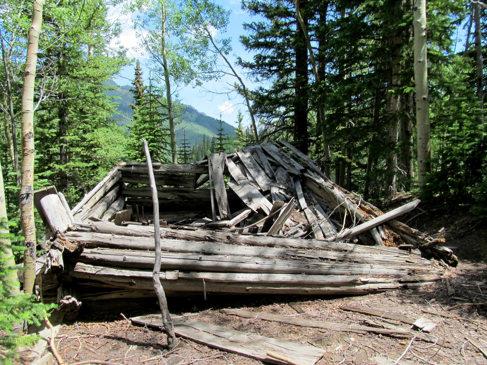 Photo: Log cabin near Guston