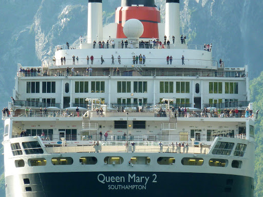 queen-mary-2-passengers.jpg - Passengers gather on the deck of Queen Mary 2.