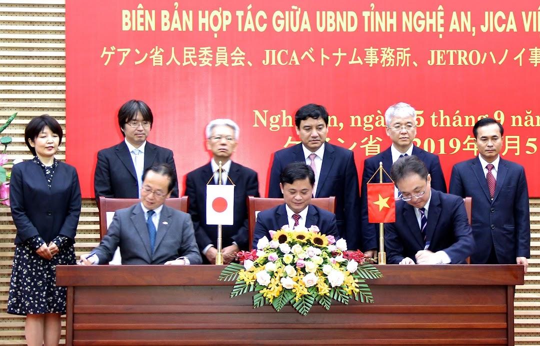 Ký kết biên bản hợp tác giữa UBND tỉnh Nghệ An, Văn phòng Cơ quan hợp tác quốc tế Nhật Bản (JICA tại Việt Nam) và Văn phòng Tổ chức xúc tiến Thương mại Nhật Bản tại Hà Nội (JETRO Hà Nội)