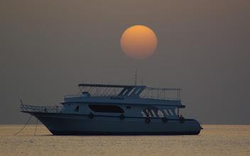 Photo: Sonnenaufgang am Roten Meer (06:02:58) ( Wer früh Aufsteht hat mehr vom Tag)  Datum und Uhrzeit (Original)2010:03:11 06:02:58 PENTAX K20D ISO 100 Belichtung 1/160 Sek. Blende f/5.6 Brennweite 300mm