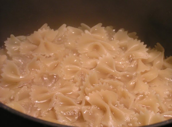 Prepare Farfalle according to directions.  Drain well!  Pour chicken mixture over pasta;...