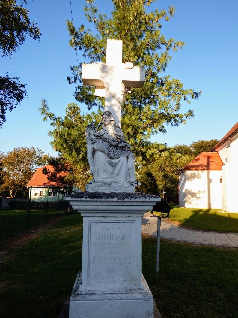 Sajtoskál - Pietàs kereszt