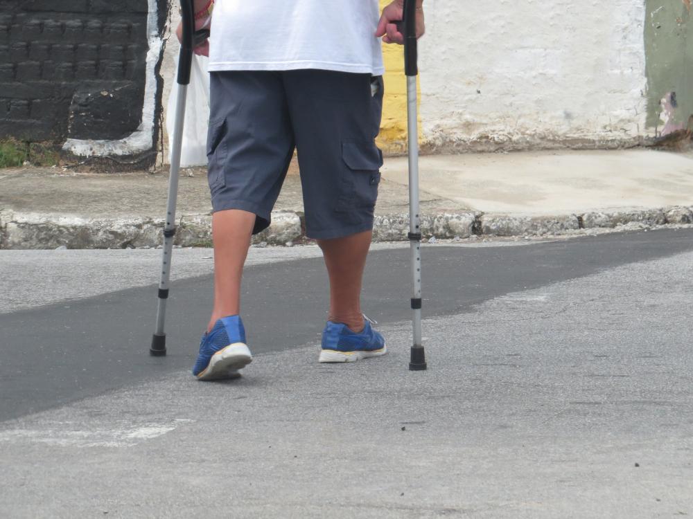 O trânsito urbano precisa estar centrado na mobilidade das pessoas mais frágeis para garantir o acesso seguro à cidade. (Fonte: Leonidas Santana/Shutterstock)