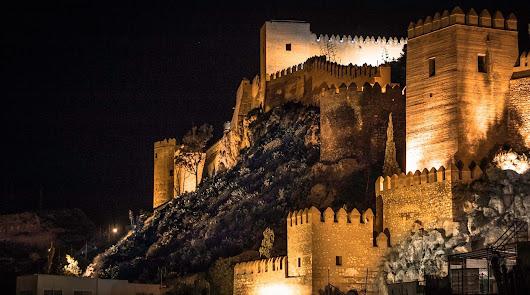La Alcazaba celebra una de las madrugadas más concurridas del verano en Almería
