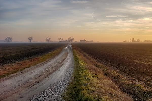 La via del tramonto di Fotodiale