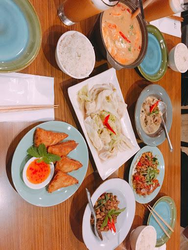 很道地的泰國菜😋比瓦x好吃太多了 服務很貼心,酒品也專業很適合下班來小酌😆