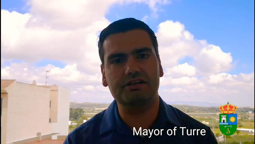 El alcalde ha subido también una replica del vídeo en inglés para los vecinos británicos.