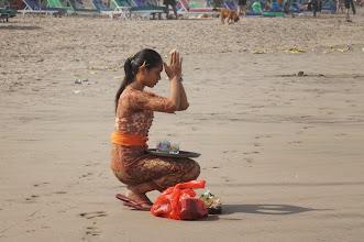 Photo: Ofrenda en la playa de Seminyak