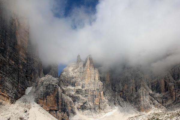 splendide cime tra la nebbia di marmiria