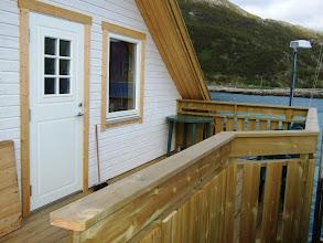 Photo: Lägenhetens altan http://norgehavsfiske.se/tromso_fiskecamp