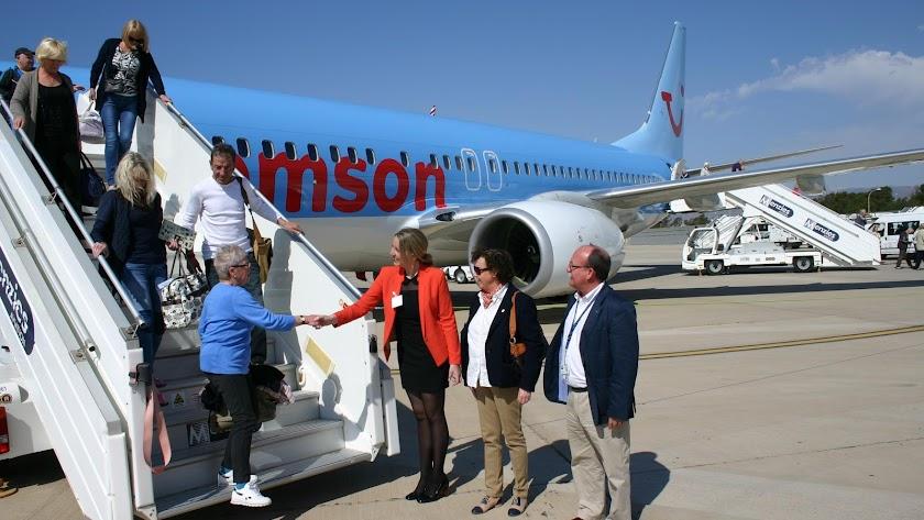 Turistas británicos llegando al aeropuerto de Almería en una imagen de archivo.