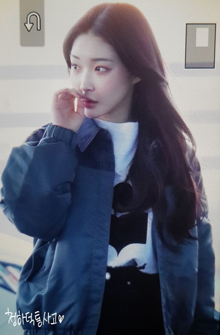 chungha just lit up the airport with her natural face and