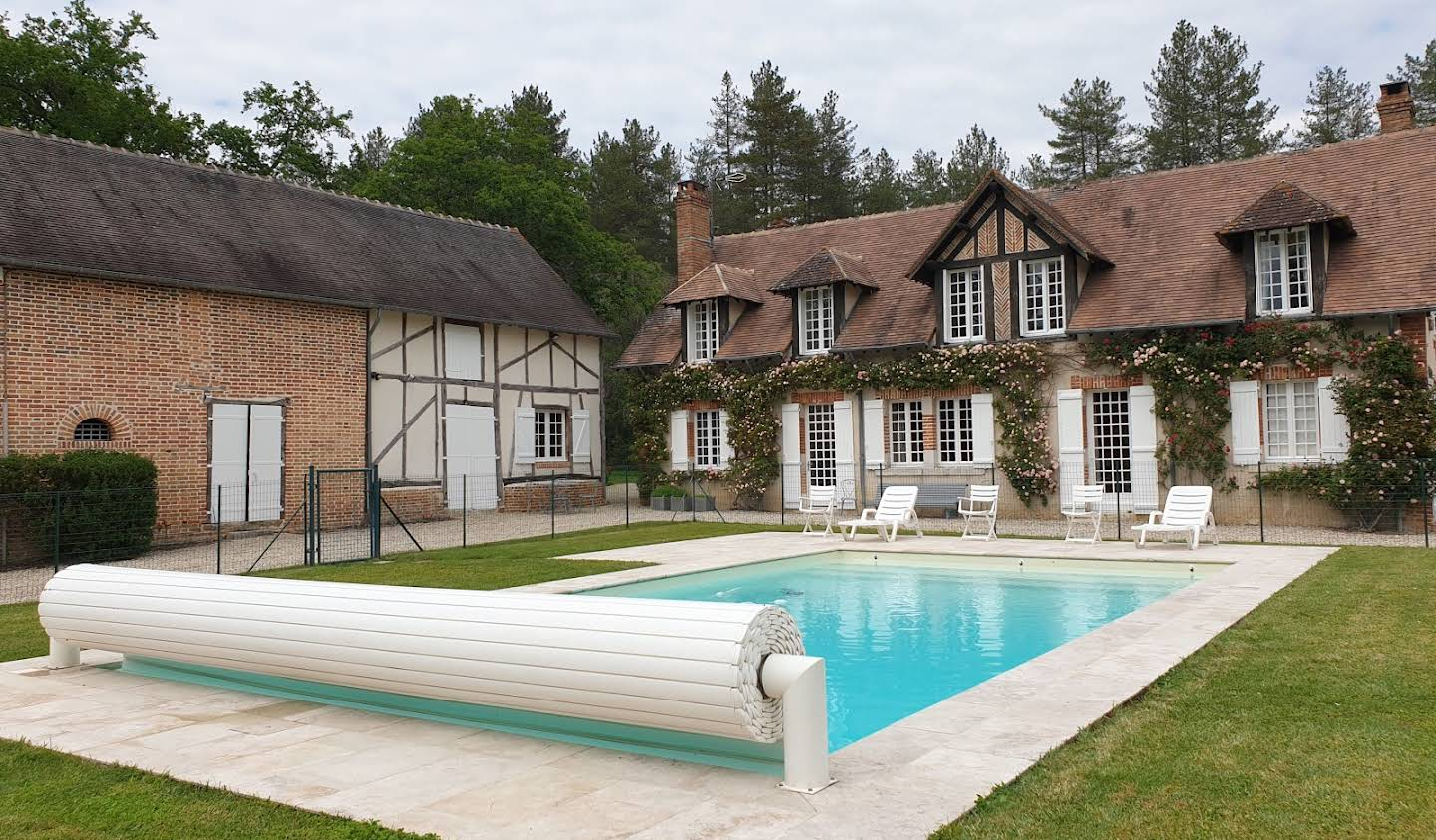 Property with pool Isdes