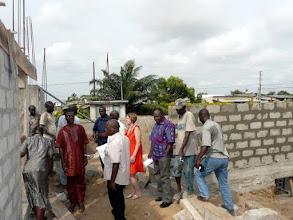 Photo: nous traversons Cotonou et nous rendons au Centre de Santé Anastasis, en plein travaux d'agrandissement