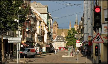 Photo: Pour de nombreux historiens, l'église est la première cathédrale chrétienne de Strasbourg.[réf. nécessaire] Cependant, ce n'est qu'en 1130 qu'il est fait pour la première fois mention publique de son nom. Construite le long de l'une des plus importantes voies romaines de la ville, la Strata Superior, l'église comporte, en effet, certains vestiges datés de l'époque mérovingienne.  La construction gothique actuelle est édifiée en 1382. En 1529, l'église passe dans le giron protestant. L'église fait alors partie des sept paroisses luthériennes de Strasbourg. Sous Louis XIV, elle est partagée en deux : les protestants gardent la nef, alors que le chœur est restitué aux catholiques.